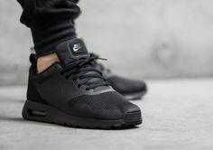 Nike Air Max Tavas: Black