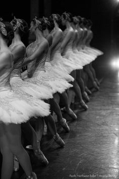 Pretty serious, hard working, dancers all in a row. Ballet Inspired Fashion, Images Esthétiques, Pretty Ballerinas, Dance Pictures, Ballet Pictures, Dance Poses, Ballet Photography, Tiny Dancer, Ballet Beautiful