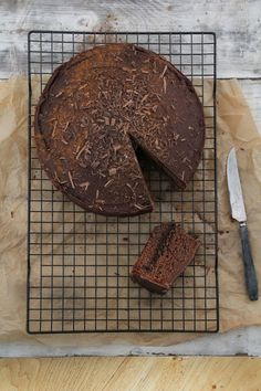 Bestemors tropisk aroma Grandma's spicy chocolate cake Sweet Like Chocolate, Chocolate Cake, Sweets Photography, Types Of Desserts, Cook Up A Storm, Home Baking, Eat Dessert First, Let Them Eat Cake, Food Styling