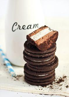 Oreo Marshmallows How To Make Marshmallows, Recipes With Marshmallows, Just Desserts, Delicious Desserts, Yummy Food, Oreo Desserts, Yummy Eats, Profiteroles, Oreo Cupcakes