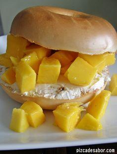 Desayuno en menos de 5 minutos - Bagel con mango y queso crema