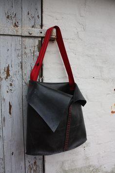 recycled inner tube bag with seatbelt from rosenborgsmykker.dk