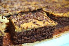 Salted caramel kärleksmums Cookie Desserts, Cookie Recipes, Grandma Cookies, Danish Dessert, Salted Caramel Cake, Kolaci I Torte, Swedish Recipes, Dessert Drinks, Food And Drink