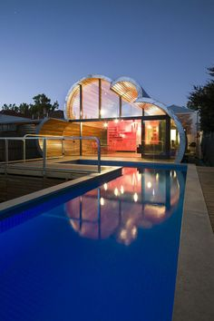 The Amazing Cloud House [3pics]