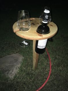 Folding wine table - klappbarer Weintisch für den Garten  #HappylabWien Outdoor Tables, Outdoor Decor, Outdoor Furniture, Home Decor, Wine Table, Xmas, Garten, Homemade Home Decor, Decoration Home