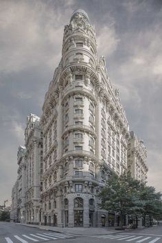 Marc Yankus is a talented fine art photographer and artist, who uses digital mediums to create mixed media. His dreamlike portraits of New York City buildings straddle a fine line between documenta…