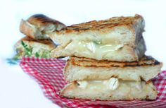 Panini with goat cheese, honey and thyme
