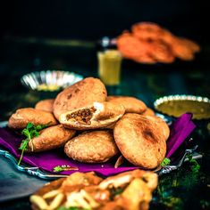 Crispy and flaky Khasta Moong Dal Kachori is a delicious and popular North Indian snack. This spicy moong dal (yellow lentils) filled deep-fried pastry is best Easy Samosa Recipes, Pakora Recipes, Cutlets Recipes, Chaat Recipe, Paratha Recipes, Spicy Recipes, Vegetarian Recipes, Moong Dal Recipe, Roti Recipe