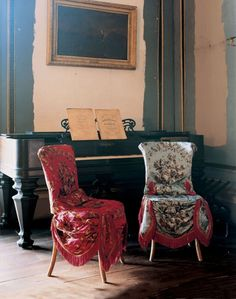 A chair for a Parisian dance hall girl. Photo Tobias Harvey Easy to make with some nice cotton print and fringe. Diy Furniture, Furniture Design, Rustic Furniture, Antique Sofa, World Of Interiors, French Interiors, Textiles, Take A Seat, Chair Covers