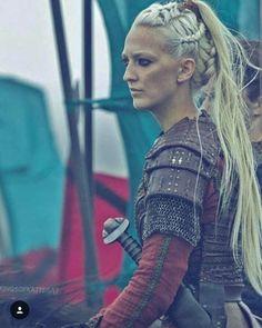 Georgia Hirst - Horn - vikings - Welcome Haar Design Viking Life, Viking Warrior, Viking Woman, Vikings Show, Vikings Tv Series, Ragnar Lothbrok, Viking Series, Viking Braids, Viking Dress