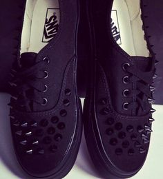 x studded vans x Crazy Shoes, Me Too Shoes, Studded Vans, Grunge, Mode Shoes, Do It Yourself Fashion, Hipster, Kinds Of Shoes, Glam Rock