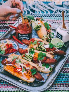 Aasialaiset hot dogit grillissä - grillikausi on virallisesti korkattu! Aioli, Chorizo, Asian Recipes, Hot Dogs, Sushi, Sausage, Good Food, Drinks, Drinking