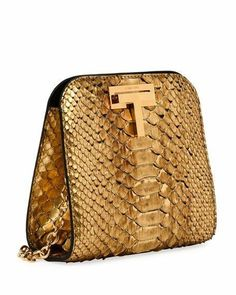For some women, getting an authentic designer bag is not something to dash into. Since these handbags can certainly be so high priced, most women sometimes agonize over their decisions prior to making an actual bag purchase. Tote Handbags, Purses And Handbags, Leather Handbags, Ladies Handbags, Betty Boop Purses, Womens Designer Bags, Mode Inspiration, Beautiful Bags, Handbag Accessories