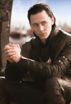 Marvel Avengers Movies, Loki Avengers, Loki Marvel, Marvel Actors, Loki Thor, Tom Hiddleston Loki, Marvel Memes, Loki Laufeyson, Tony Stark