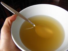 Chicken Broth - learn how to make your own homemade chicken broth that is full of flavor! So much better than canned broth and without any added chemicals. Chili Recipes, Real Food Recipes, Soup Recipes, Chicken Recipes, Cooking Recipes, Yummy Food, Chicken Menu, What's Cooking, Lassi