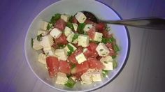 Tupun tupa: Juustoinen-vesimelonisalaatti sopii hyvin grillatun broilerin kaveriksi.