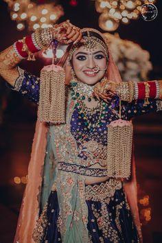 Indian Wedding Poses, Indian Bridal Photos, Indian Wedding Couple Photography, Indian Bridal Outfits, Indian Bridal Fashion, Bride Photography, Latest Bridal Dresses, Wedding Dresses For Girls, Wedding Lehenga Designs