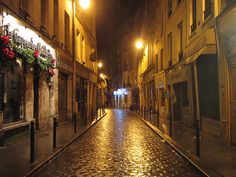 Sometimes the smallest streets are the most beautiful ones in Paris!