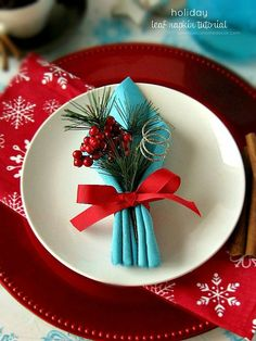 Leaf Folded Napkin tutorial at sewlicioushomedecor