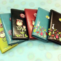 So cute. But which color.... of the owl wallet, that is.
