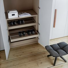 Shoes on pull-out drawers