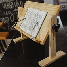 Diy Book Stand, Wooden Book Stand, Home Office Furniture Design, Diy Furniture, Woodworking Wood, Woodworking Projects, Homer Decor, Wood Wine Racks, Woodworking Inspiration