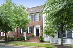 220 Thaxton Street - Kentlands Presented by the Meredith Fogle Team with Old Line Properties 301-926-0999