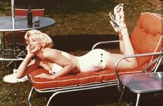 Some more from Marilyn Monroe's 1953 lawn furniture session with Mischa Pelz. These are more or less informal set-up shots; I wasn't going to post them, but what the heck. It's Marilyn Monroe in full. Harold Lloyd, Gentlemen Prefer Blondes, Marilyn Monroe Photos, Marylin Monroe, Vanity Fair, Rare Images, Norma Jeane, The Bikini, Bandeau Bikini