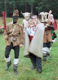 Image: http://www.eliznik.org.uk/Bulgaria/costume/pictures/customs/1-4-05_small.jpg