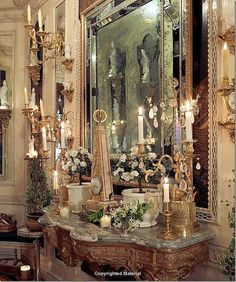 Howard Slatkin's NYC gem of a pre-war apartment. Coming off the elevator, the guest is greeted by this vignette – a console and mirror surrounded by brackets. The console is typically filled with antique bronze accessories and candles. Posh Houses, Georgian Interiors, French Interiors, Beautiful Interiors, Luxury Interior, Interior Design, Interior Ideas, Brown Decor, French Country House