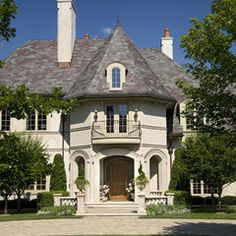 Exterior House Colors With Brown Roof Design, Pictures, Remodel, Decor and Ideas - page 35 Style At Home, French Style Homes, Future House, My House, Castle House, Foyers, Villa, Traditional Exterior, French Cottage