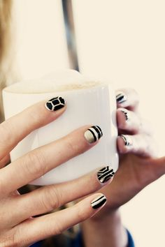 black and gold nails Get Nails, Love Nails, How To Do Nails, Pretty Nails, Hair And Nails, Gold Manicure, Manicure And Pedicure, Gold Nail, Black And White Nail Art