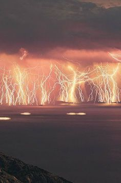 Catatumbo Lightning - At the point where the Catatumbo River meets Lake Maracaibo in Venezuela, a constant lightning storm illuminates the sky for around 10 hours a night, for almost half the nights out of the year. Gods awesome display of power! Image Nature, All Nature, Science And Nature, Amazing Nature, Catatumbo Lightning, Beautiful Sky, Beautiful Places, Fuerza Natural, Lightning Strikes
