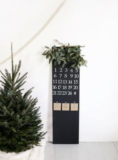 ... DIY chalkboard advent calendar ...