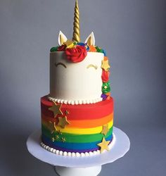 Unicorn Cake with rainbow colors Pastel de unicornio con colores del arcoiris Rainbow Unicorn Party, Unicorn Birthday Parties, Rainbow Birthday Cakes, 5th Birthday, Birthday Ideas, Rainbow Cakes, Salty Cake, Savoury Cake, Cute Cakes