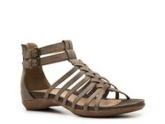 Kelly & Katie Traveler Sandal: these look super cute AND comfy!