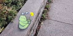 Street art and nature don't usually intersect, especially in large cities where most graffiti and tagging can be found. These gorgeous images are the exception — a beautiful melding of street art and urban flora. Urban Flora, Street Art Utopia, David Zinn, Green Monsters, Sidewalk Chalk, Chalk Art, Brighten Your Day, Banksy, Magazine Art