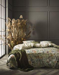 Subtelna pościel w kwiaty Aletta marki Essenza Floral Bedroom, Bedroom Decor, Interior S, Interior And Exterior, Decorate Your Room, Duvet Cover Sets, Elegant, House Design, Furniture