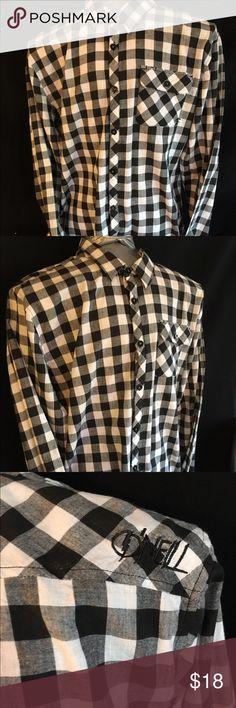 "O'Neill Maverick Series  Men's Shirt XL LS button O'Neill Maverick Series Santa Cruz Men's Shirt XL Long Sleeve, Button Front, EUC, chest (pit to pit) 22"", Neck to Hem 25"", Sleeve 25"". Black & white checkered. 100% Cotton. O'Neill Shirts Casual Button Down Shirts"