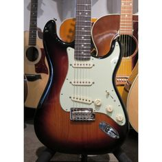 Fender Deluxe Roadhouse Stratocaster with Rosewood Fingerboard - 3 Tone Sunburst
