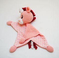 """Liva Lu on Instagram: """"🐏 Das rosa Einhorn Rosenherz durfte kürzlich ebenfalls ausziehen ☺ Viel Freude damit und euch allen ein schönes Wochenende!  Häkelmuster:…"""""""