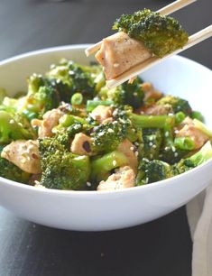 One pot keto sesame chicken and broccoli peace love and low carb. Banting Recipes, Low Carb Recipes, Real Food Recipes, Diet Recipes, Healthy Recipes, Healthy Meals, Sesame Chicken And Broccoli Recipe, Chicken Recipes, Broccoli Chicken