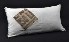 Coussins LILOKAWA en toile métis et en toile de jute de sacs de café recyclés. Made in Nantes. Dimensions : 63 X 32cm Forme : rectangle