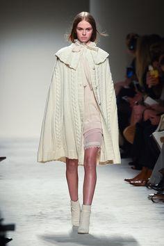 Modern Fashion, Cute Fashion, Fashion Art, High Fashion, Fashion Show, Fashion Looks, Fashion Outfits, Womens Fashion, Fashion Design