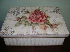 Caixa em MDF, em pátina, com decoupage e carimbos. Acabamento em verniz acríílico fosco ou semi brilho.
