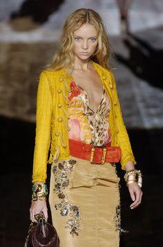 Roberto Cavalli Ready-to-Wear Spring / Summer 2005 Fashion Week, Runway Fashion, Boho Fashion, High Fashion, Luxury Fashion, Womens Fashion, Fashion Design, Milan Fashion, Printemps Street Style