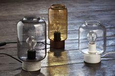Lampe de table Column / H 27 cm Béton / Fumé transparent - Frandsen