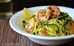Spiralizer Recipes: Skinny Shrimp Scampi with Zucchini Noodles Recipe Zucchini Noodle Recipes, Zucchini Noodles, Fish Recipes, Seafood Recipes, Paleo Recipes, Low Carb Recipes, Cooking Recipes, Pan Cooking, Courgette Pasta