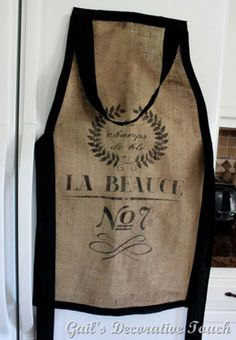 5 ways to prevent burlap from falling apart! - Ideas for painted furnitureHow to cut burlap so that it unravel . good tip as it is often used at beautiful burlap projects that Burlap Coffee Bags, Coffee Bean Bags, Coffee Sacks, Burlap Projects, Burlap Crafts, Diy Crafts, Party Crafts, Lego Sack, Sewing Crafts
