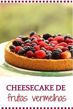Cheesecake de frutas vermelhas - Uma receita deliciosa, com massa crocante, recheio de ricota, coberto por geleia e se você quiser, muitas frutas como morangos, mirtilos, amoras e framboesa.
